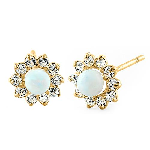 Guld øreringe med hvid opal sten